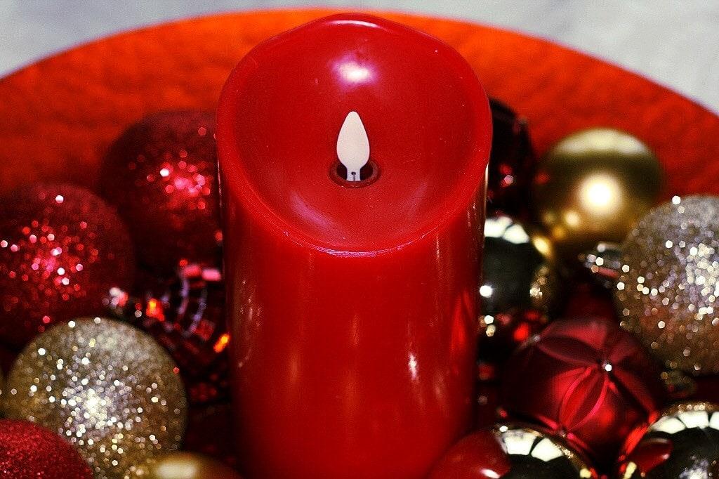 Christmas Decor - www.refashionablylate.com
