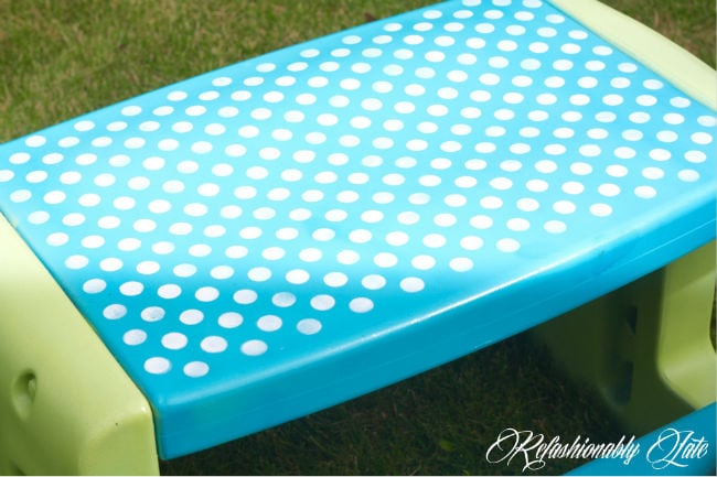 Little Tikes Picnic Table Makeover - www.refashionablylate.com