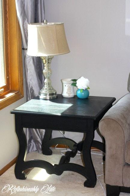 The Easy Way to Distress Furniture - www.refashionablylate.com