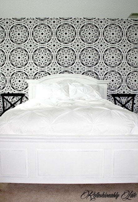 Stenciled Lace Feature Wall - www.refashionablylate.com