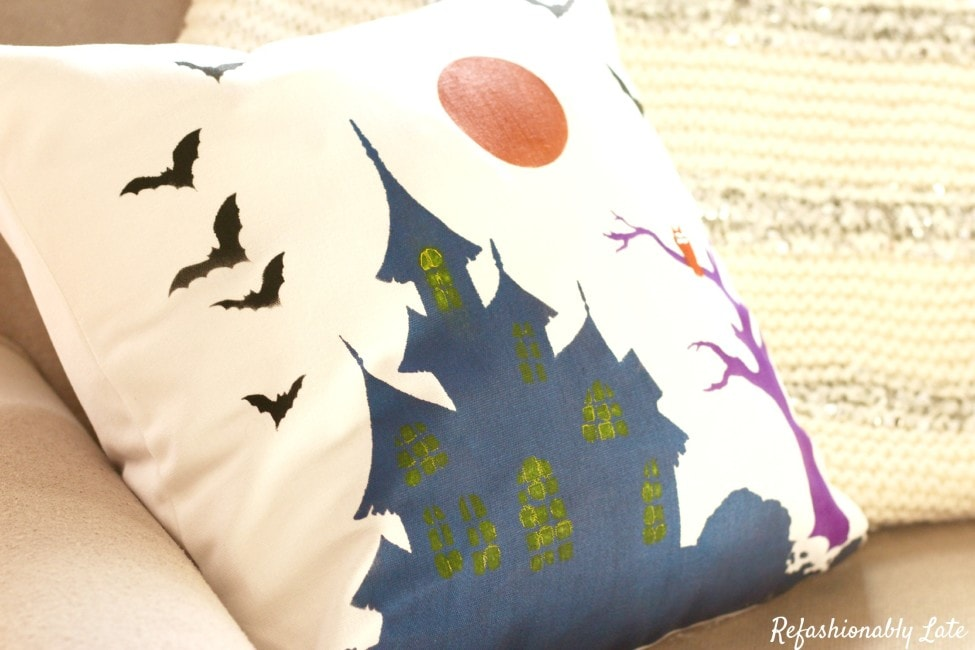 Paint Your Own Halloween Pillow - www.refashionablylate.com