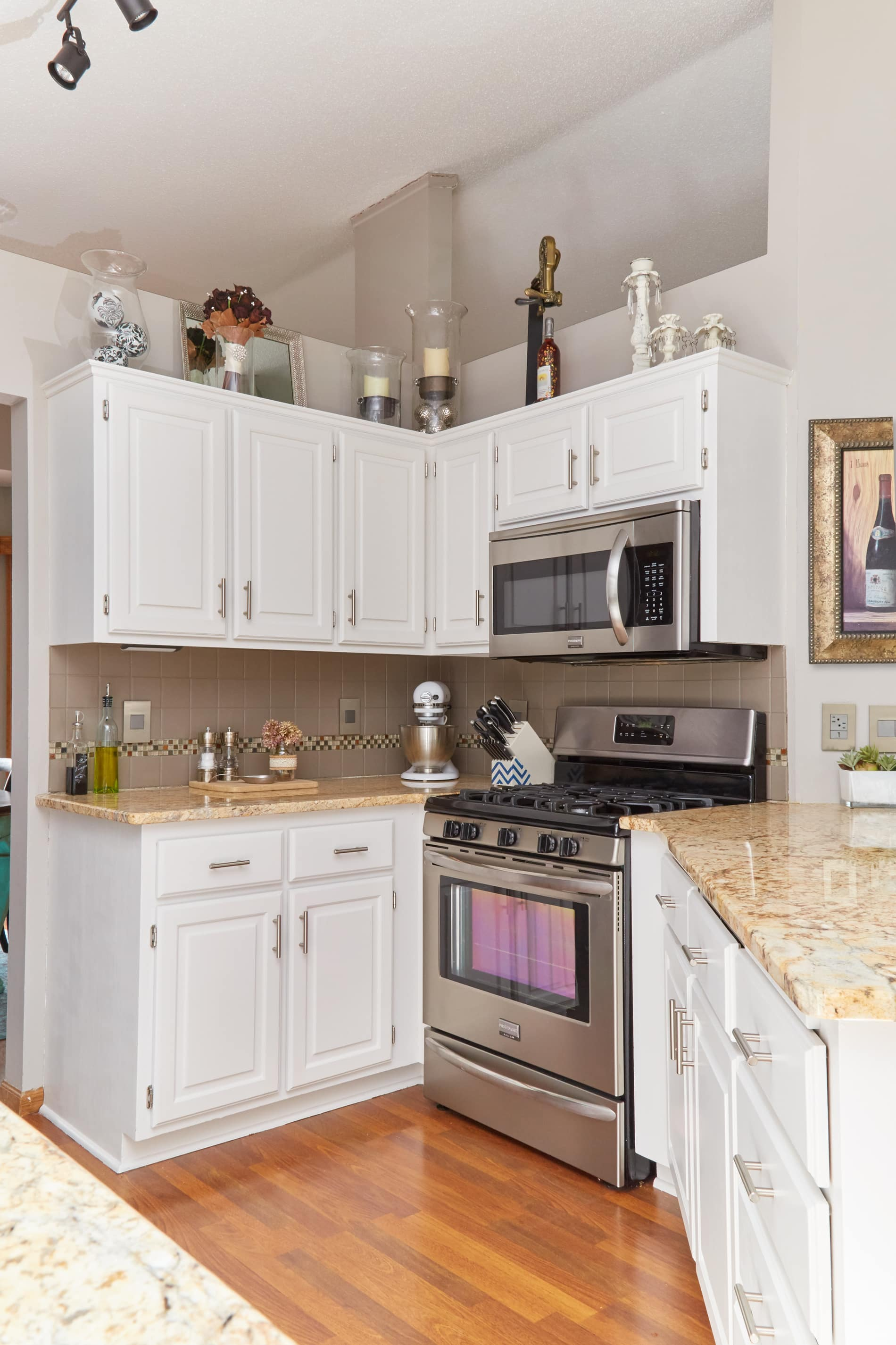 The best way to paint your kitchen cabinets for Best way to paint kitchen cabinets white