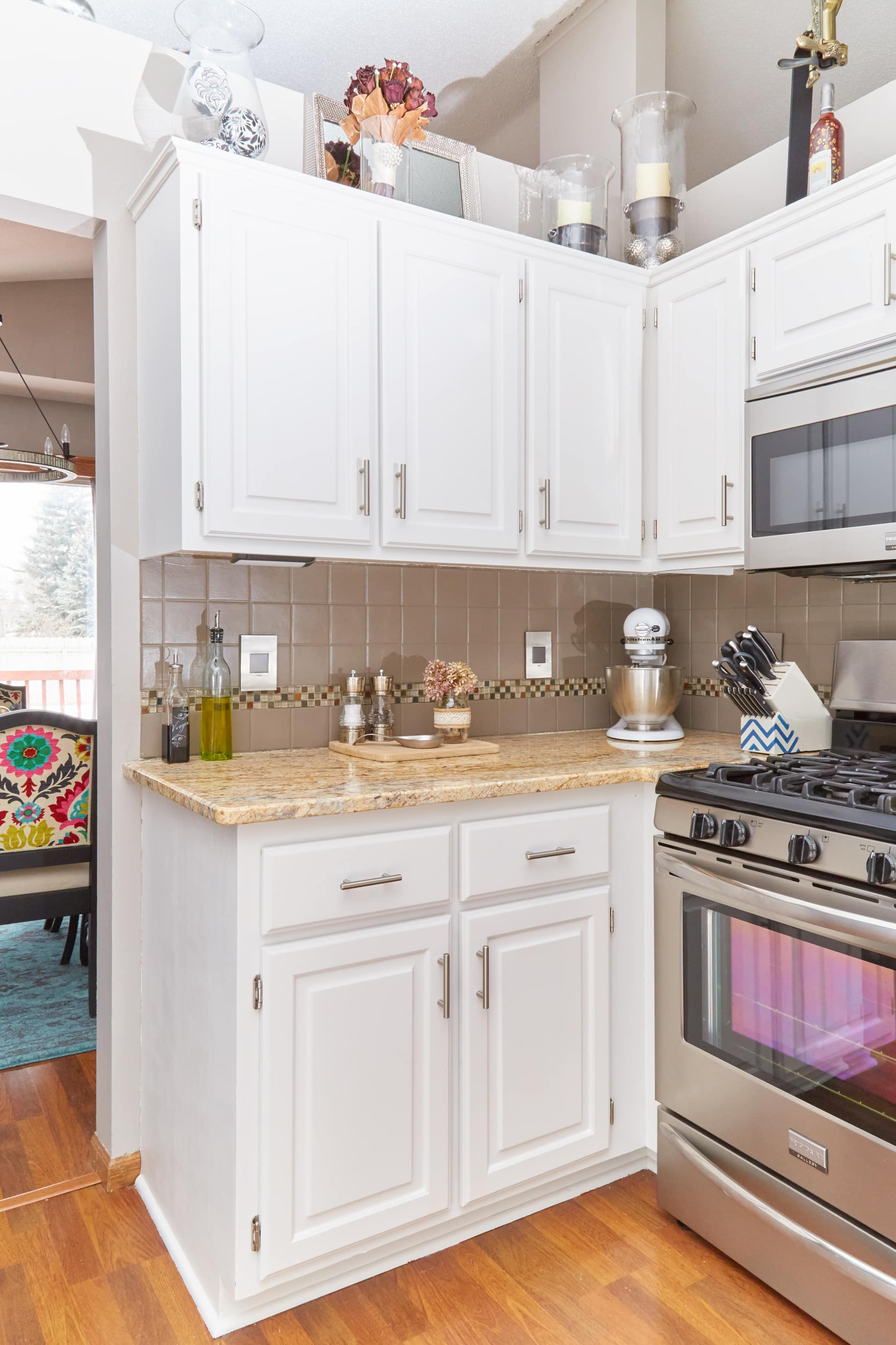 the best way to paint kitchen cabinets the best way to paint your kitchen cabinets 9794
