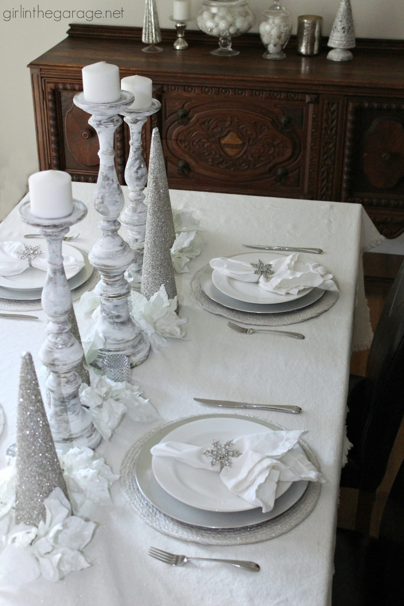 15 Gorgeous Christmas Tablescapes - www.refashionablylate.com