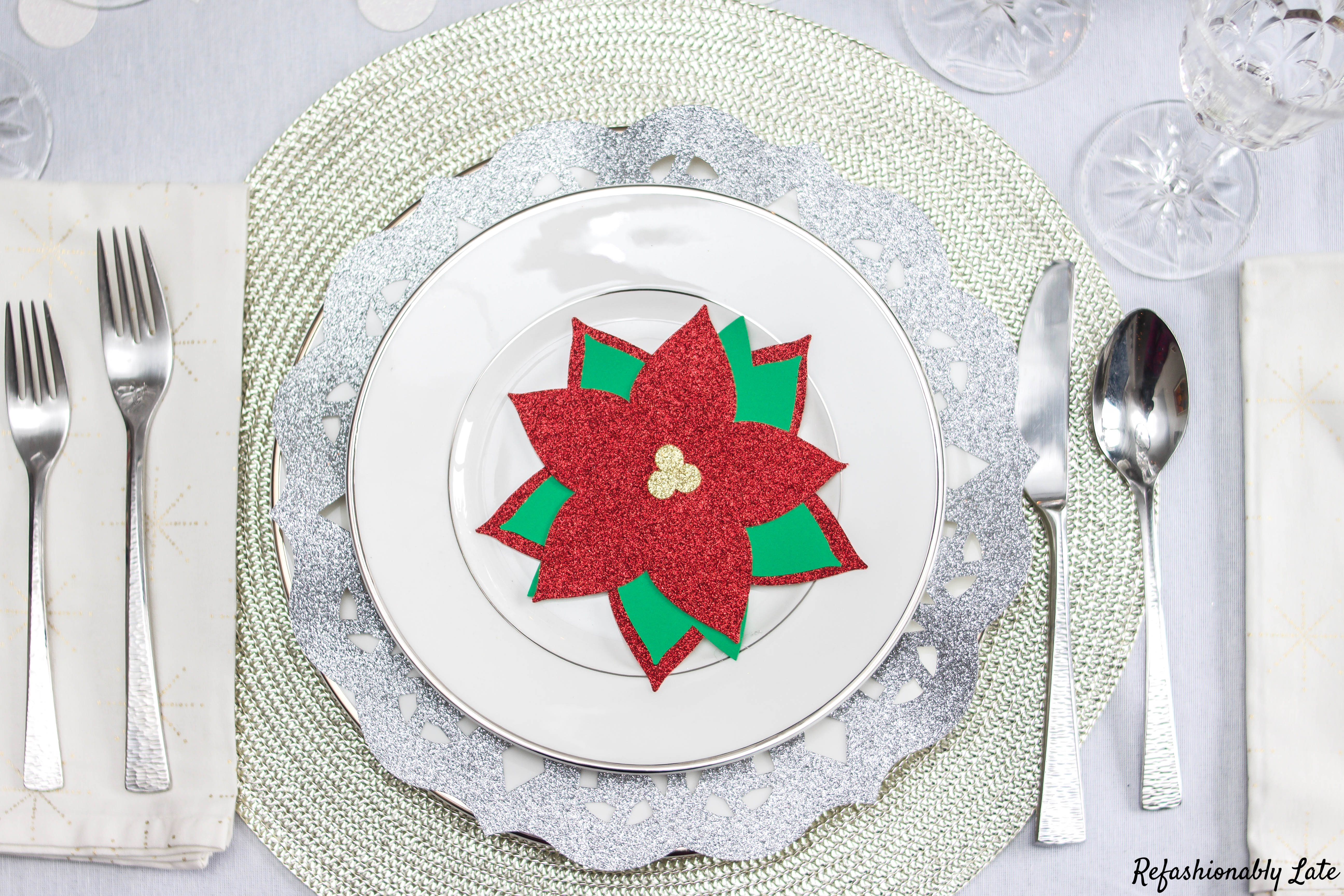 A Cricut Christmas Table - www.refashionablylate.com