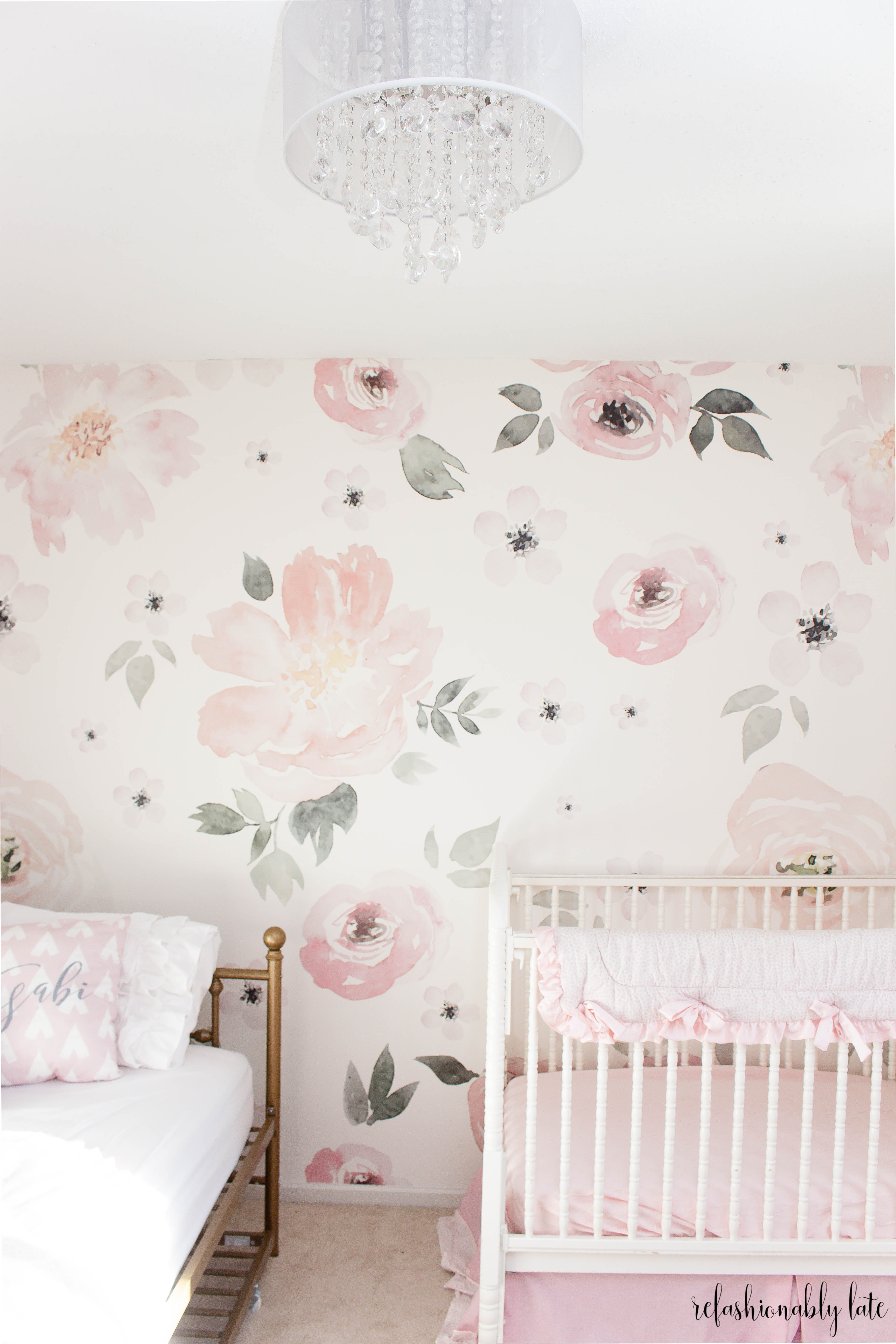floral wallpaper with crib and daybed sitting in front